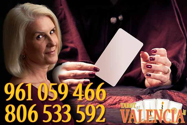 La lectura de cartas en la ciudad de Valencia está llena de magia con videntes y tarotistas buenas